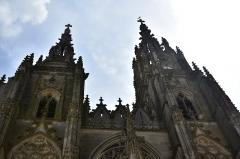 Eglise Notre-Dame - Les deux clochers de la Basilique Notre-Dame de l'Épine.