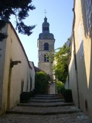 Abbaye - Abbaye Saint-Pierre d'Hautvillers (Marne, France), clocher de l'église Saint-Sindulphe vu depuis la rue de la Pitance