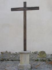 Abbaye - Abbaye Saint-Pierre d'Hautvillers (Marne, France): croix de mission de 1953, au nord de l'église