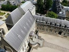Ancien archevêché, actuellement Palais du Tau - Français:   Vue depuis le toit de la cathédrale