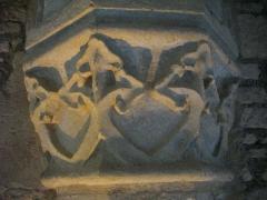 Ancien archevêché, actuellement Palais du Tau - Français:   Palais du Tau à Reims (Marne, France). Salle basse, chapiteau