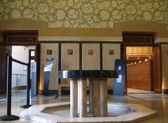 Bibliothèque Carnégie -  Bibliothèque Art Déco Carnegie de Reims — Champagne-Ardenne, France