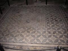Cathédrale Notre-Dame - Cathédrale Notre-Dame de Reims (Marne, France), mosaïque romaine dans une chapelle latérale sud