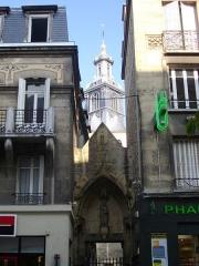 Eglise Saint-Jacques - Église Saint-Jacques de Reims (Marne, France), clocher et passage depuis la rue de Vesle