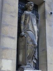 Ancien hôtel-Dieu, actuellement annexe du palais de justice - Palais de justice de Reims (Marne, France): statue La Loi