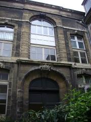 Ancien hôtel-Dieu, actuellement annexe du palais de justice - Palais de justice de Reims (Marne, France): cour intérieure
