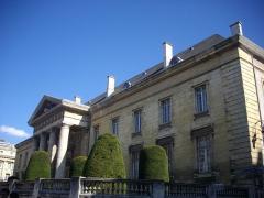 Ancien hôtel-Dieu, actuellement annexe du palais de justice - Palais de justice de Reims (Marne, France), vu de la rue de Vesle