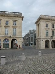 Hôtel des postes - This building is indexed in the Base Mérimée, a database of architectural heritage maintained by the French Ministry of Culture, under the reference PA00078811 .