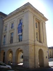 Hôtel des postes - Français:   Hôtel des postes Cèrés à Reims (Marne, France), angle de la rue Cérès et de la place Royale
