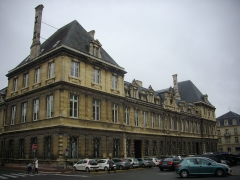 Hôtel de ville - Hôtel de ville de Reims (Marne, France), vu de l'angle des rues de Mars et Réville