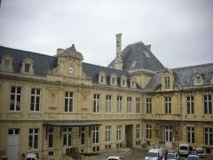 Hôtel de ville - Français:   Hôtel de ville de Reims (Marne, France), cour intérieure