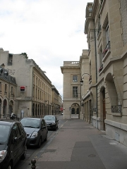 Immeuble - This building is indexed in the Base Mérimée, a database of architectural heritage maintained by the French Ministry of Culture,under the reference PA00078805 .