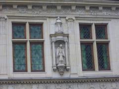 Maison natale de Jean-Baptiste de la Salle - Français:   Hôtel Jean-Baptiste de La Salle à Reims (Marne, France), fenêtres et statue du saint
