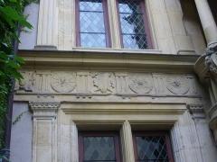 Maison natale de Jean-Baptiste de la Salle - Hôtel Jean-Baptiste de La Salle à Reims (Marne, France), frise sur la cour