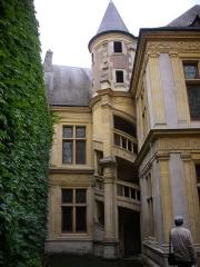 Maison natale de Jean-Baptiste de la Salle - Hôtel Jean-Baptiste de La Salle à Reims (Marne, France), escalier extérieur sur la cour