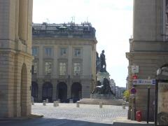 Place Royale - Français:   Place Royale et statue de Louis XV à Reims (Marne, France)