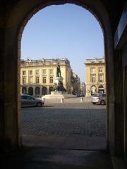 Place Royale - Français:   Place Royale de Reims (Marne, France), statue de Louis XV