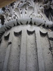 Porte de Mars - Porte de Mars à Reims (Marne, France) en restauration, colonne sur le pilier sud-ouest, dit pilier Brunette, du XIXe siècle (côté ouest)
