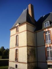 Domaine du château - Château de Réveillon (Marne, France), façade orientale - tour méridionale