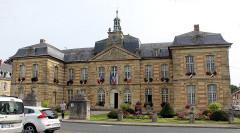 Hôtel de ville - English: Sainte-Menehould, the town hall