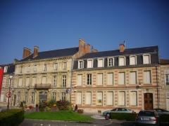 Immeubles - Français:   Immeubles, place du Général-Leclerc à Sainte-Menehould (Marne, France)