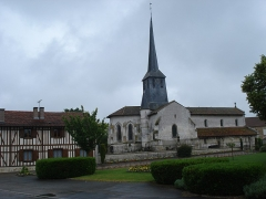 Eglise Saint-Maurice - English: Songy (Marne, Fr) church and timberframe house.