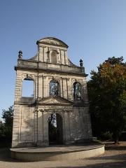 Collège de garçons -  Vitry-le-François (51300 - FRANCE): photographies Vitry-le-François (51300 - FRANCE): parc  de l'Hôtel de ville et ancienne porte (façade)