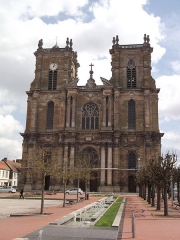 Eglise Notre-Dame - This building is indexed in the Base Mérimée, a database of architectural heritage maintained by the French Ministry of Culture,under the reference PA00078911 .