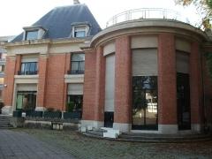 Villa Douce - Français:   vue de la Villa douce depuis le jardin, l\'arrondi de la salle de musique.