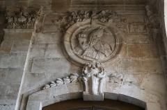 Cathédrale Saint-Mammes - Intérieur de la cathédrale Saint-Mammès de Langres (52). Porte nord du massif occidental. Revers. Saint-Augustin.