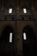 Cathédrale Saint-Mammes -  Intérieur de la cathédrale Saint-Mammès de Langres (52). Élévation de la nef.