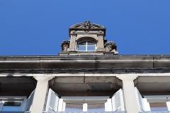 Maison - Français:   Maison 7 Place de l\'Hôtel-de-Ville à Langres (52).