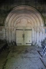 Eglise Saint-Symphorien d'Aubigny - Français:   Église Saint-Symphorien d\'Aubigny-sur-Badin, commune de Le Montsaugeonnais (52). Portail occidental sous le porche.