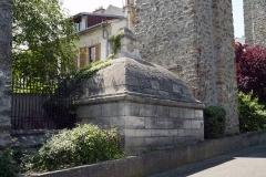 Aqueduc des Eaux de Rungis (également sur communes de Rungis, Fresnes, L'Hay-les-Roses, Cachan, Gentilly et Paris 14) - English: Arcueil, Val-de-Marne, France. Regard 14 from aqueduc Médicis.