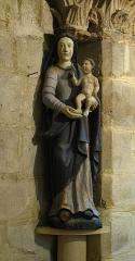 Eglise Sainte-Colombe - Français:   Statue en bois du dix-septième siècle, représentant la vierge, située dans la chapelle Nord de l\'église Sainte-Colombe de Chevilly-Larue