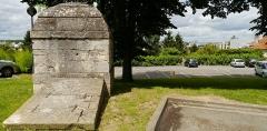 Aqueduc des Eaux de Rungis (également sur communes de Rungis, Fresnes, Cachan, Arcueil, Gentilly et Paris 14) - English: L'Haÿ-les-Roses, Val-de-Marne, France. Regard 8 from aqueduc Médicis.