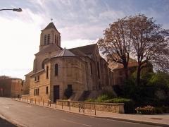 Eglise Saint-Pierre-Saint-Paul - English: Saint-Pierre-Saint-Paul Church, Ivry-sur-Seine, Val-de-Marne, France. Rear view from the rue Gaston-Cornavin.