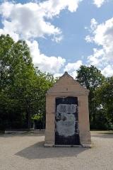 Aqueduc des eaux de Rungis (également sur communes de Fresnes, L'Hay-les-Roses, Cachan, Arcueil, Gentilly et Paris 14) - English: Rungis, Val-de-Marne, France. Regard 2 from aqueduc Médicis.