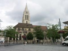 Eglise Saint-Germain -  Vitry sur Seine - Eglise St Germain vue depuis la place du Marché