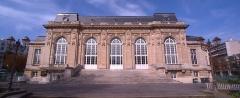 Mairie - English: Théâtre du Garde-Chasse, former salle des fêtes, Les Lilas, Seine-Saint-Denis.