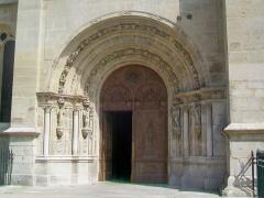 Eglise Saint-Martin - Français:   Le portail occidental sur la rue Saint-Lazare.