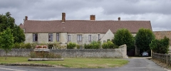 Manoir de Mornay-Villarceaux - This building is indexed in the Base Mérimée, a database of architectural heritage maintained by the French Ministry of Culture,under the reference PA00080153 .
