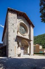 Cathédrale  dite église Notre-Dame-du-Bourg - Français:  Extérieur de la cathédrale Notre-Dame-du-Bourg de Digne-les-Bains (France).
