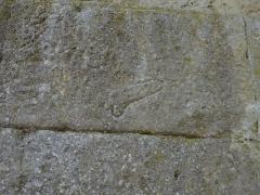 Pont ancien sur le ravin de Buès (également sur commune de Lurs) -       This file was uploaded  with Commonist.  phallus gravé sur la culée nord du pont romain du Buès
