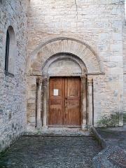 Ancienne Commanderie des Hospitaliers (avec l'église) - English: Main door of Sainte Anne church in Lardiers, Alpes de Haute Provence, France
