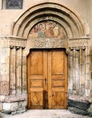 Eglise - Français:   Église Saint-Pons à Saint-Pons (Alpes-de-Haute-Provence) - Portail latéral