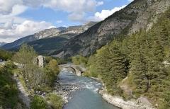 Ancien pont d'Ondres dit pont du Moulin sur le Verdon - Français:   Pont du moulin à Thorame-Haute sur le Verdon; (Alpes-de-Haute-Provence, France