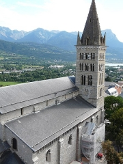Eglise Notre-Dame (ancienne cathédrale) - Français:   Cathédrale Notre-Dame du Réal depuis la Tour Brune. Embrun