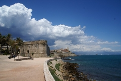 Remparts et demi-bastion 17 dit Fort Saint-André -  The coastline in Antibes, looking north towards the old town