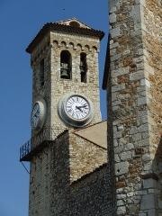 Tour du Suquet, chapelle Sainte-Anne et église Notre-Dame-de-l'Espérance - Français:   Clocher de l\'église Notre-Dame-de-l\'Espérance. Le Suquet, Cannes, Alpes-Maritimes, France.